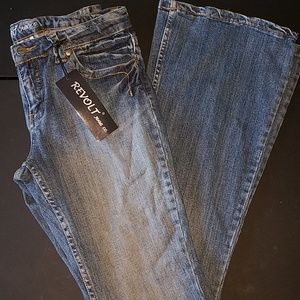 Juniors Revolt jeans size 13 new with tag